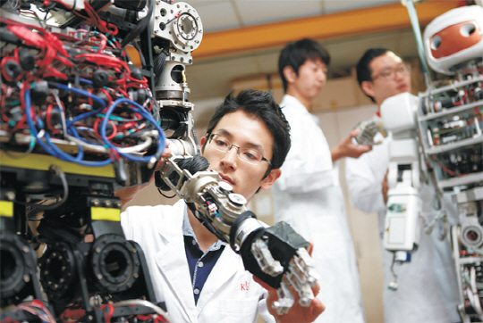 Điều kiện cần có để xuất khẩu lao động Nhật Bản theo diện Kỹ thuật viên